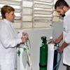 Cirurgiões-dentistas Francisco Isaak Nicolas Cieielski e Rosângela Pironti de Castro em atendimento