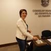 Dra. Moira Pedroso Leão vota durante a assembleia.