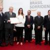 Adriana Pato Cunha, coordenadora de Saúde Bucal do município de Arapoti, recebe premiação, no Brasil Sorridente.